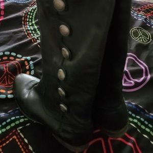 Arturo Chiang Boots are size 7.5